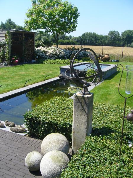 zonnewijzer, landelijke tuin vijver