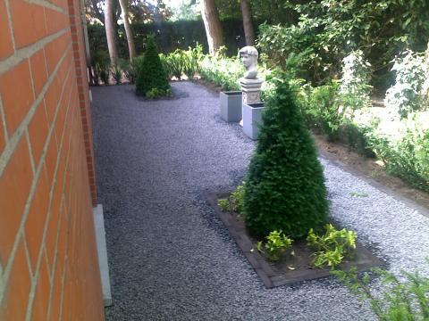 Sobere kijktuin naast de woning